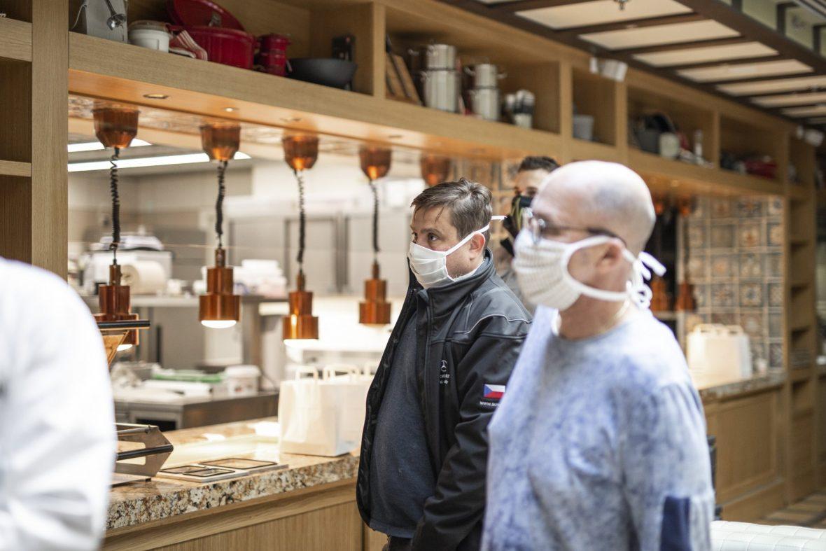 Krásné gesto solidarity – pražští záchranáři dostanou v době koronakrize obědy zdarma