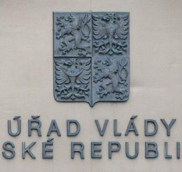 Česká vláda podmiňuje pomoc uzavřeným obchodům a podnikům diskriminační podmínkou